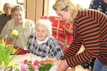Růžena Doktorová se ve zdraví dožila požehnaného věku. V březnu oslavila 102 let