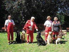 Záchranářští psi předvedl,i co dovedou, dětem ve Zlenicích