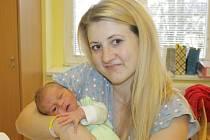 Lucie Nácovská a Tomáš Sahula z Mezihoří se v úterý 9. prosince v 10.25 stali rodiči syna Tomáše. Ten při příchodu na tento svět vážil 3,58 kilogramu a měřil 53 centimetry.