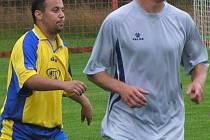 Choceradský Urbanec (vpravo) opět vstřelil gól z penalty.