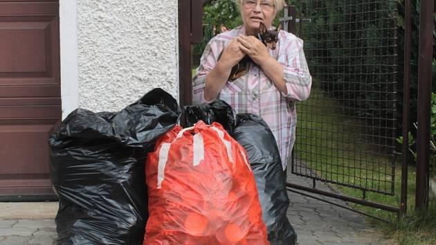Zhruba třicet kilogramů víček nasbírali pro malého Mirka členové Občanského sdružení zdravotně postižených Poříčí nad Sázavou.