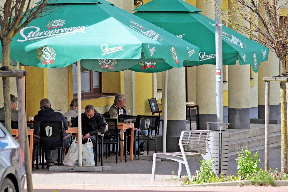 Zahrádka restaurace Kulturního domu Blaník v Komenského ulici ve Vlašimi.