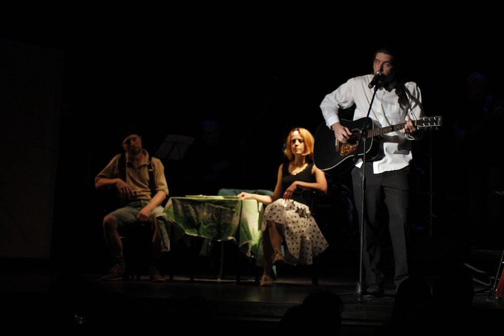 Noc divadel v Benešově.