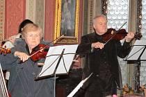 Při Benešovských rorátech sloužil mši svatou opat Strahovského kláštera Michael Josef Pojezdný.