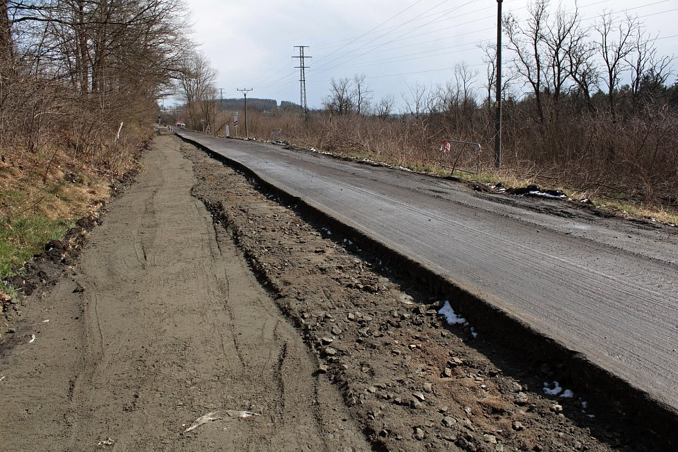 Rekonstrukce silnice II/106 mezi Krhanicemi a Prosečnicí.