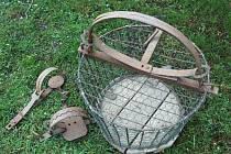 Jestřábí koš a železa. To jsou jedny z pastí, které se řadí k zakázaným způsobům lovu.