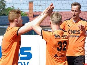 Radostně si tlesknout mohli hráči extraligového družstva benešovského Šacungu, letos se mohou těšit na play-off.