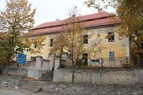 Areál chotýšanského zámku.