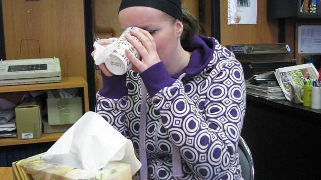 Chřipka je kapénková infekce, takže hraje velkou roli to, že se lidé sdružují v kinech, divadlech a na plesech