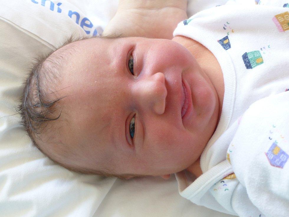Adam Kampů se narodil 30. března 2021 v kolínské porodnici, vážil 3875 g a měřil 52 cm. V Osečku bude vyrůstat s maminkou Janou a tatínkem Petrem.