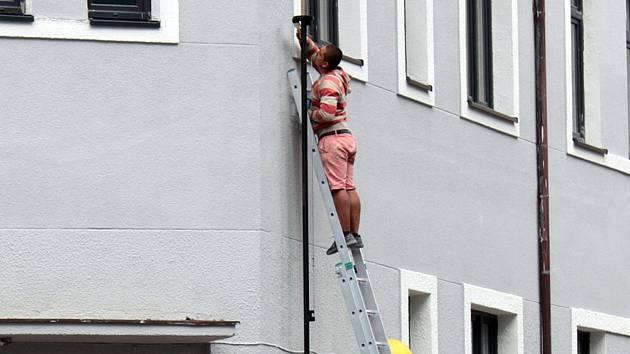Dokončovací práce na objektu České pošty v Benešově.
