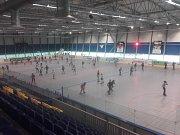 Zimní stadion ve Vlašimi vítá přes léto bruslaře na inline bruslích.