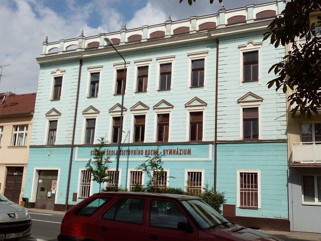 Objekt opuštěné střední školy v benešovské Táborské ulici nezel prázdnotou dlouho. Po velkých prázdninách ho začala využívat ZUŠ Josefa Suka Benešov.