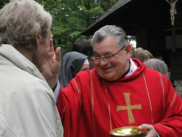 Bohoslužba na Velkém Blaníku, celebroval ji kardinál Dominik Duka.