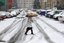 Sníh v ulicích Benešova, středa 17. února 2016..