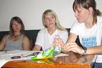 Hráčky českého in-line hokejového týmu Alena Polenská, Kateřina Mrázová a Kateřina Flachsová (zleva)
