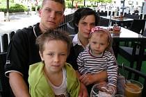 Kazdovi z Teplýšovic, provozovatelé tamní restaurace. Prohibice zahýbala negativně s jejich rodinným rozpočtem.