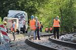 Místo u Poříčí nad Sázavou, kde na osobní vlak vypadl kámen ze sanované skály.