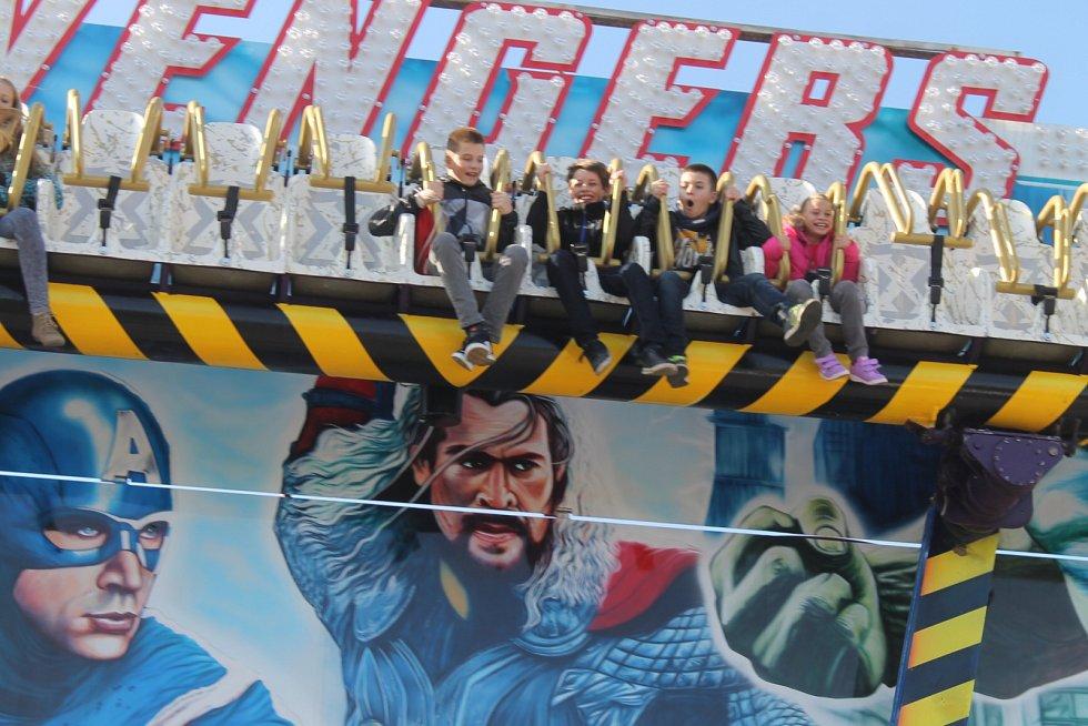 Týnecká pouť měla letos žhavou novinku. Atrakci Avengers.