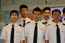 Studenti z Číny budou na Benešovsku pobývat čtrnáct měsíců. Na letišti se seznámí s praxí i teorií. Ubytovaní jsou v konopišťském hotelu, kde si i sami vaří.