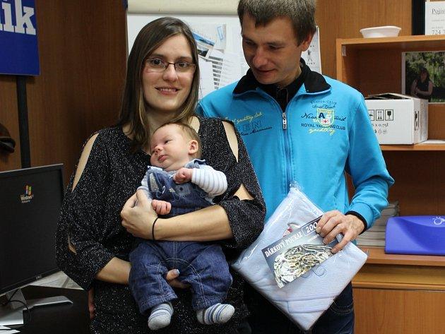 Srpnový vítěz Matyáš Hunka s rodiči v Benešovském deníku.