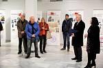Z vernisáže výstavy 'Když se pravda měnila v krev' v Městské výstavní síni v Benešově.