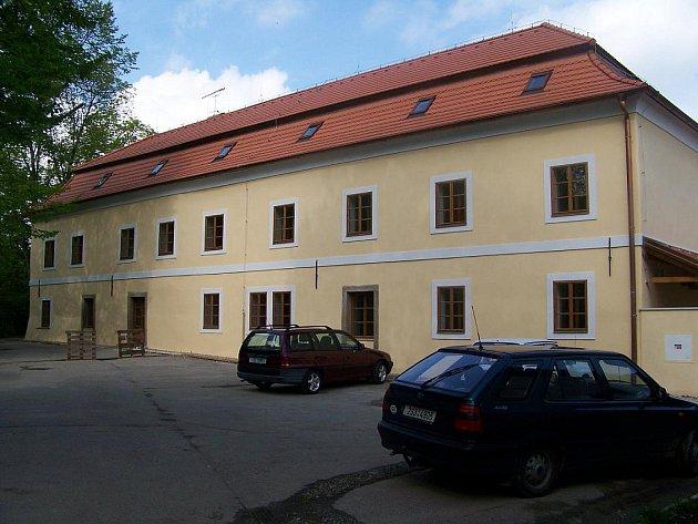 Bývalá vlašimská radnice, nový prostor pro děti a mládež - za dotace.