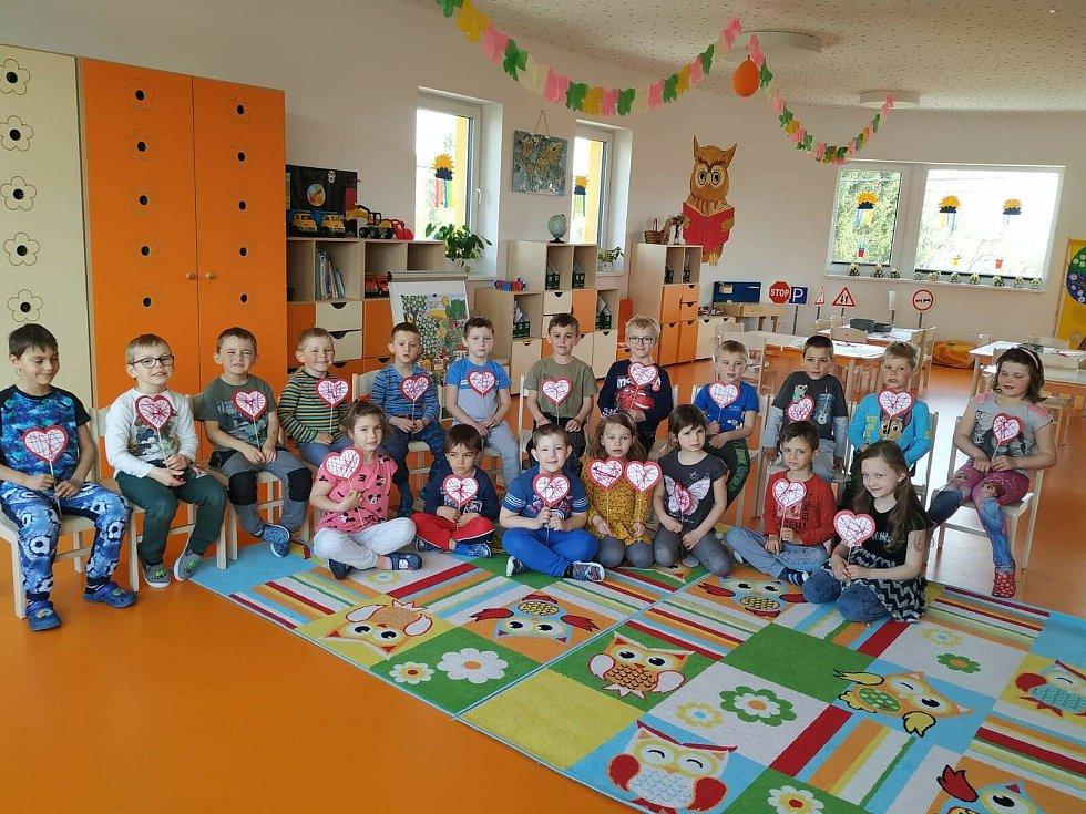Sovičky z Mateřské školy Divišov a jejich Den dětí, Den matek a návštěva hasičů a záchranářů.