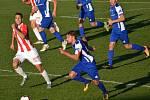 Fotbalisté Vlašimi (v modrobílém) porazili doma Viktorii Žižkov  2:1.