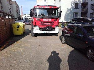 Průjezdnost sídlišť v Benešově a Vlašimi není pro hasiče vůbec ideální