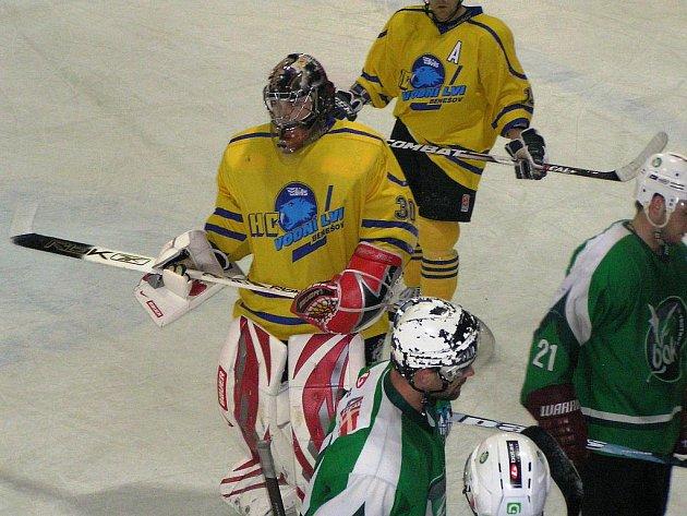 Pavel Bílek si asi představoval jiný debut v benešovské brance, než jaký měl proti Trutnovu. Pětkrát inkasoval a ve 47. minutě přepustil místo Kielusovi.
