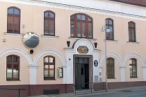 Divišovská radnice proplácela telefonní účty starosty bez řádného usnesení rady nebo zastupitelstva.