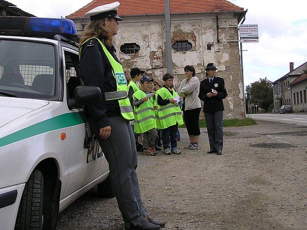 Působením na veřejnost se nebude v okrese zabývat jediná policistka, ale prevenci dostanou na starosti všechna oddělení. Například v sobotu se votičtí policisté setkají se skauty