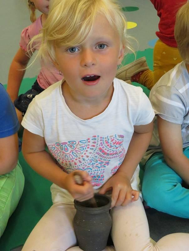 V rámci tematického týdne se děti z mateřinky MiniSvět vypravily do středověku.