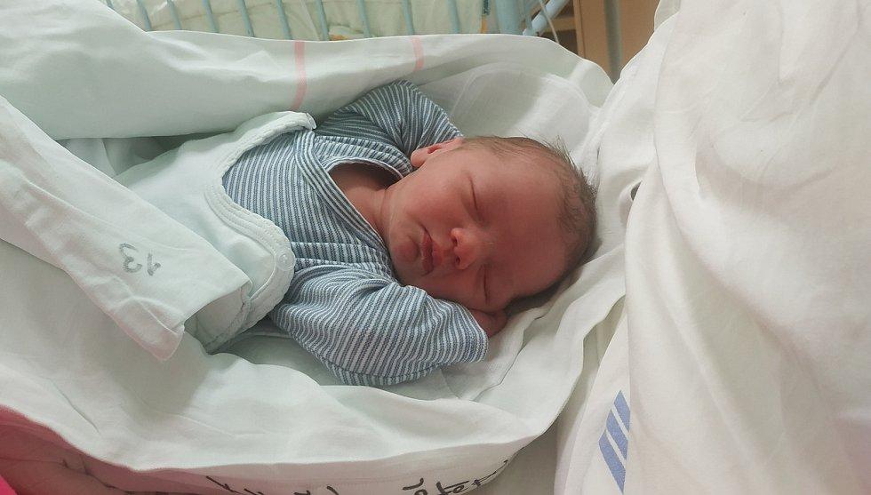Štěpán Dvořák se narodil 12. února 2021 ve 22:23 ve slánské nemocnici. Po porodu měřil 49 cm a vážil 3270 g. Rodiči jsou Luboš Dvořák a Kamila Lojínová. Doma v Kolči na něj čeká sestřička Anetka.