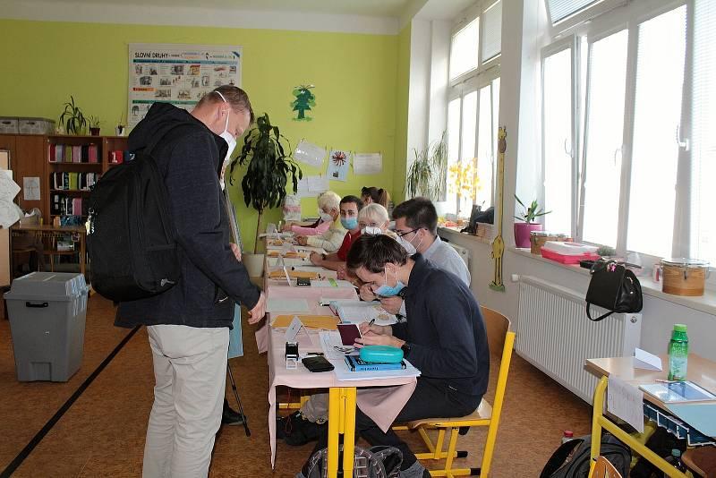 Parlamentní volby v Benešově. Volební okrsek číslo 6.