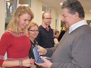 Předávání ocenění dobrovolným dárcům krve v Benešově