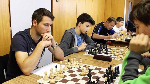 Momentka z 2. ligy. Na zadních šachovnicích zvítězila Vlašim nad Budějovicemi 4:0.