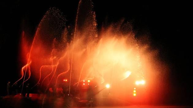 Hasičská fontána v Ratměřicích byla bezpochyby netradiční zážitek.