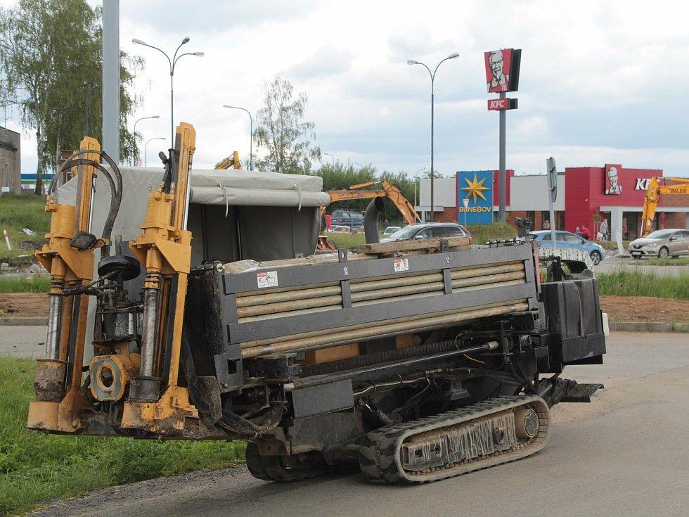 Z výstavby okružní křižovatky na severu Benešova.