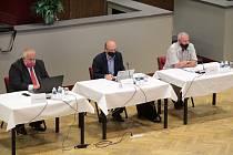Ze zasedání zastupitelů města v Benešově. Ilustrační foto.