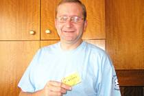 Václav Hromas, trenér fotbalistů Ostředka, zvítězil ve 4. kole Podzimní Fortuna ligy BND a získal stokorunovou poukázku od sázkové kanceláře Fortuna a tričko.