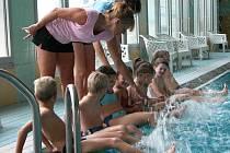 Ilustrační foto: Krytý plavecký bazén využívají nejen ti nejmenší