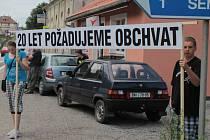 Před dvěma roky v červnu zorganizovalo občanské sdružení Olbramovice protestní blokádu silnice I/3 (E55) na podporu urychlení stavby přeložky.