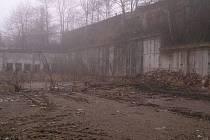 V místě budovaného a nedokončeného skladu na Brodcích, by měl do prázdnin vzniknout skatepark.