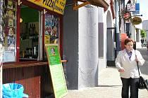 Prodejní okénka v Benešově.