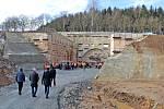 Ze slavnostní prorážky jižního portálu tunelu Deboreč.