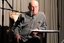Stanislav Zindulka při recitaci Máje.