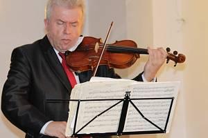 Na druhé Krhanické tónohraní přijali pozvání houslista Jaroslav Svěcený a cembalistka Jitka Navrátilová.