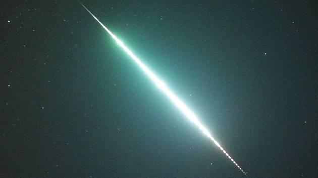 Záběr padající hvězdy.
